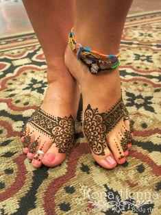 Kona Henna Studio - Pretty Feet On Artist Sarah by @konacolorkitten