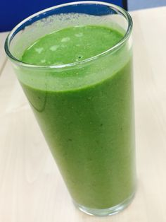 No banana smoothie! Cucumber, ginger, lime juice, spinach, wheatgrass and almond milk x