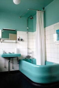 Bathroom, Emanuel Olsens vej, by architect Dahlerup Bertelsen, 1933, Cph