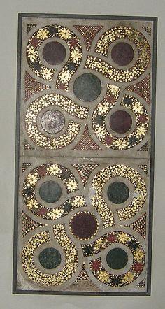 Mosaico cosmatesco (XII sec) parte del fonte battesimale - Duomo di Siracusa