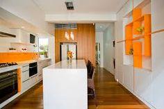 kitchen orange – Vyhledávání Google Orange Interior, Home Interior, Modern Interior, Interior Design, White Kitchen Island, Orange Kitchen, Kitchen Colour Schemes, Kitchen Colors, Kitchen Decor