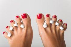 6 astuces à connaître pour bien se vernir les ongles de pieds !