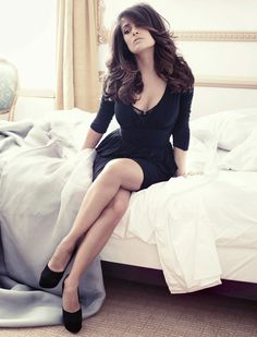 Salma Hayek Hasn't Slept in 4 . is listed (or ranked) 3 on the list The 49 Absolute Best Pictures of Salma Hayek Selma Hayek, Beautiful Celebrities, Most Beautiful Women, Beautiful People, Beautiful Legs, Hottest Female Celebrities, Hottest Women, Salma Hayek Pictures, Perfect Little Black Dress