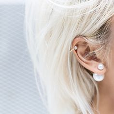 I love this Dior earrings. I finally found silver look-a-likes. And wow I want a helix piercing for a long time, now I see this and I'm in love again. Xoxo Fleur