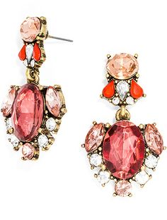 With a marsala-coloured crystal, and pink and clear accent stones, this pair of earrings will lend a touch of glamour to your ensembles for years to come.