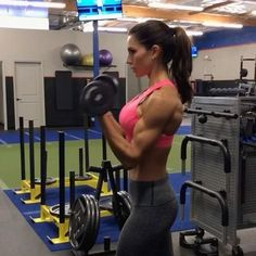 •• • 1. 12 reps 2. 12 reps 3. 10 reps (3 point pulse =1 rep) 4. 15reps 3-4 rounds #alexiaclark #queenofworkouts #fitforareason #fitness #fit #fitgirl #workout #motivation #upperbodyworkout