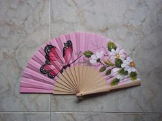 #abanicos #valian #valianart #pintadoamano #mariposa Pretty Hands, Beautiful Hands, Painted Fan, Hand Painted, Fan Decoration, Concept Weapons, One Stroke Painting, Paper Fans, Craft Club