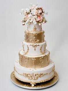 Current trends in wedding cakes - Ben-Israel Cakes #metallics #goldcake