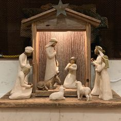 Vintage Barn Wood Handcrafted Creche For Willow Tree Nativity Set (figurines not included) Nativity Stable, Diy Nativity, Christmas Nativity Set, Christmas Bells, Christmas Crafts, Christmas Decorations, Nativity Sets, Christmas Printables, Nativity Costumes