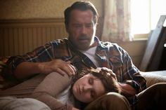 """Film terbaru """"Maggie"""" (2015) menceritakan tentang virus zombie yang sedang menyerang banyak manusia. Seorang remaja bernama Maggie (Abigail Breslin) dimana dia seorang remaja yang ceria dan aktif berubah setelah terinfeksi wabah penyakit misterius yang perlahan-lahan mengubah tubuhnya menjadi zombie. Selama perubahan tersebut sang ayah, Wade (Arnold Schwarzenegger) yang penuh kasih sayang selalu berada di sisi Maggie."""