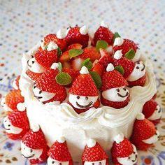 Pastel de fresas con crema navideño. Tartas originales.