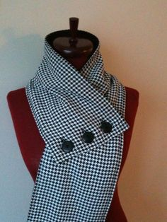 Houndstooth Scarf with Buttons