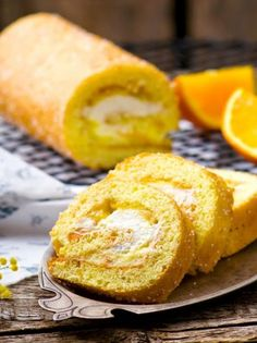 Ρολό παντεσπάνι με κρέμα πορτοκάλι και σαντιγί - www.olivemagazine.gr Cake Roll Recipes, Rolls Recipe, Cornbread, French Toast, Treats, Breakfast, Ethnic Recipes, Easy, Food
