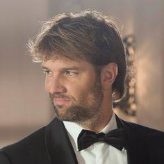 Bas Muijs (October 14, 1976) Dutch actor known from the series Goede Tijden, Slechte tijden and Voetbalvrouwen.