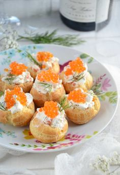 Mini salted whipped cream puffs with trout eggs turbigo-gourmandi … Vol Au Vent, Finger Food Appetizers, Finger Foods, Savory Snacks, Snack Recipes, Vegan Junk Food, Minis, Vegan Smoothies, Christmas Cooking