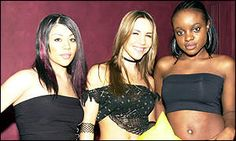 straight hair, baleyage, tube tops and big round earrings. Sugababes in 2000 2000s Hairstyles, One Decade, Tube Tops, Round Earrings, Straight Hairstyles, Aesthetics, Big, Hair Styles, Music