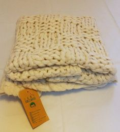 Merino Wool Blanket, Beds, Crochet, French Style, Bed Feet, Woven Blankets, Driveways, Room, Dorm Rooms
