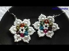 Crystal and pearl flower earrings easy tutorial. list of materials: pearls 12 mm Crystals 12 Seed. Beaded Earrings Patterns, Seed Bead Earrings, Flower Earrings, Crystal Earrings, Hoop Earrings, Bracelet Patterns, Seed Beads, Beaded Rings, Beaded Bracelets