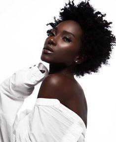 dark skin girl with natural hair Dark Beauty, Beauty Skin, Natural Beauty, Beauty Makeup, Beautiful Dark Skinned Women, My Black Is Beautiful, Beautiful Eyes, Beautiful Pictures, Curly Hair Styles