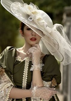 Great ivory Kentucky Derby hat! Love!  See more Kentucky Derby hats at www.ChurchDerbyHats.com by Vinzetta