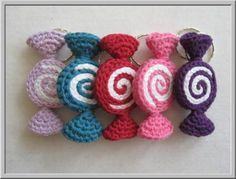 Haak ook deze heerlijke snoepjes! ;-) Crochet Sweets Inspiration ❥ 4U - Gerepind door www.gezinspiratie.nl #knutselspiratie #knutselen #creatief #kind #kinderen #kids #leuk