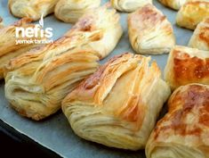 Ev Yapımı Milföy Börek Soup Recipes, Cookie Recipes, Homemade Pastries, How To Cook Ham, Puff Pastry Recipes, Food Articles, Turkish Recipes, Sweet And Salty, Snacks