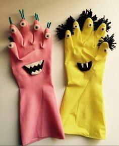 DIY Halloween Monster from Recycling Kids Halloween Rubber Gloves . - DIY Halloween Monster from Recycling Kids Halloween Rubber Gloves … – gloves - Diy Halloween, Halloween Crafts For Kids, Kids Crafts, Arts And Crafts, Rock Crafts, Halloween Nails, Vintage Halloween, Recycling For Kids, Diy For Kids