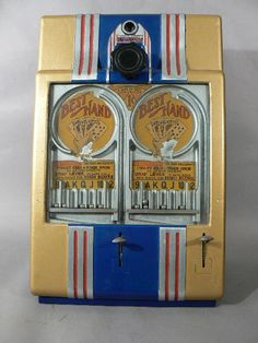 """1947 Daval """"Best Hand"""" coin-op poker machine for 1 or 2 players. Operates like a pinball machine ... insert a penny & pull lever to drop balls into card slots ... whoever has the best """"hand"""" wins ... fun!"""
