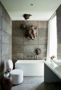 Kiawah Island House by SBCH Architects (19) Gigant frogs above the bath.