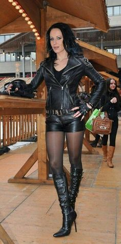 Your inner woman: beautiful crossdressers: Natural pose Leather Corset, Leather Shorts, Leather Gloves, Sexy Outfits, Crazy Outfits, Sexy Stiefel, Leder Boots, Belle Silhouette, Leder Outfits
