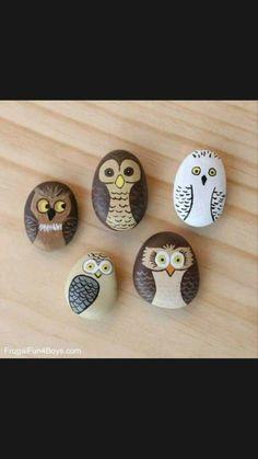 Painted Rocks Owls, Painted River Rocks, Painted Rock Animals, Painted Stones, Rock Painting Patterns, Rock Painting Ideas Easy, Rock Painting Designs, Pebble Painting, Pebble Art