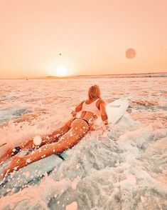 This Pin was discovered by Elizabeth Davis. Discover (and save) your own Pins on Pinterest. Beach Aesthetic, Summer Aesthetic, Travel Aesthetic, Aesthetic Photo, Aesthetic Pictures, Beach Pictures, Cute Pictures, Vsco Pictures, Surfing Pictures