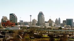 """San Antonio cracks top 25 on US News and World Report's """"Best Places to Live"""" It also said that San Antonio residents benefit from living in a destination city in that they have year-round access to attractions such as Six Flags Fiesta Texas and SeaWorld San Antonio, while also being complimentary of its arts and culture, citing ...and more » #bestrealestatesanantonio"""