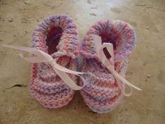 sapatinho para bebê em tricô <br>tamanho ate 3meses <br>material: lã