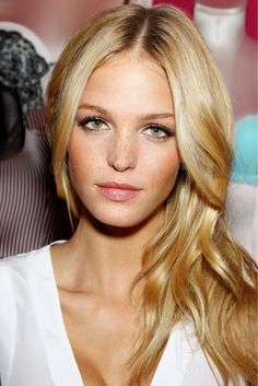 Thru do her makeup do flawlessly...probably because she's a supermodel...