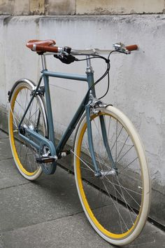 Fixie bike classic 67 Ideas for 2019 Retro Bicycle, Kids Bicycle, Velo Vintage, Vintage Bikes, Gazelle Van Stael, Indoor Bike Rack, Velo Design, Peugeot, Bicycle Brands