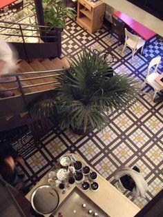 Фотобанк Грета Вульф - Кафе, ресторан / Коридор, прихожая, холл | Пол | Мозаика метлахская | Winckelmans | #gretawolf #tiles #плитка