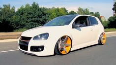 "video - Volkswagen GTI MKV on 20"" Vossen VVS-CV3 Concave wheels / Rims"