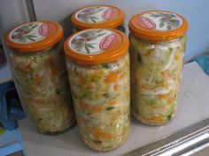 Zelná pickles – tři varianty | Živá strava, raw food, raakaruoka Raw Food Recipes, Pickles, Mason Jars, Smoothie, Stuffed Peppers, Mason Jar, Smoothies, Pickling, Stuffed Pepper