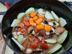 עכשיו זה  הכי זמן לאסאדו בבישול ארוך. מתאים לכלכך   הרבה ירקות שיש בבית שמתאימים לבישול ארוך.  קל להכנה, חגיגי וטעים טעים