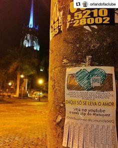 Distribuindo amor na noite da cidade imperial #Repost @orlandofaclube  #LevandoAmorparaaRua #DaquiSoSeLevaOAmor @comunidadejq @jotaquest #LambeLambe #Petropolis #lambelambe #lambe #poste #streetart #artederua #olheosmuros #amor #instagood #instalove #asruasfalam #intervençao #urban