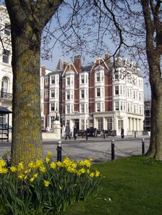 Hove Palmeira Square (Gwydyr Mansions) ***photo by Robert Bovington*** Brighton Belle, New Brighton, Brighton And Hove, Beautiful Places In England, Wales, City By The Sea, London Townhouse, British Countryside, East Sussex