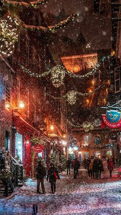 City – Canada – QUEBEC – Street in Christmas Light, - christmas dekoration Christmas In The City, Christmas Town, Canada Christmas, Quebec City Christmas, London Christmas Lights, Winter Christmas Scenes, Christmas In Europe, Christmas Markets, Magical Christmas
