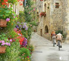 Beautiful nature of Sainte eulalie - Midi-pyrensees, France Aquitaine, Toulouse, Amazing Architecture, Landscape Architecture, Beaux Villages, Rue, Beautiful Landscapes, Trip Planning, Paths