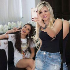 Denise Menders Blogueira da Moda mostrando a sua glamurosa madeixas loiras. (Siga @Universodepandora on Instagram) T Shirts For Women, Instagram, Fashion, Blond Highlights, Moda, Fashion Styles, Fashion Illustrations