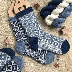 Ravelry First Snowfall Socks Pattern By Runningyarn ; ravelry first snowfall socks pattern von runningyarn ; ravelry first snowfall chaussettes pattern by runningyarn Crochet Socks, Knitting Socks, Baby Knitting, Knit Crochet, Knit Socks, Free Knitting, Crochet Granny, Loom Knitting, Vogue Knitting