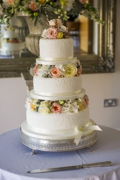 Gabi - 3 tiers with piped lace border blocked with mixed fresh flowers in ivory, peach, apricot and lemon