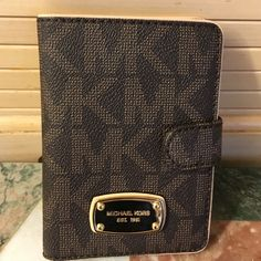 MK jet Set Passport Cover New with tags beautiful way to carry your stuff trade valve 95 MICHAEL Michael Kors Bags Wallets