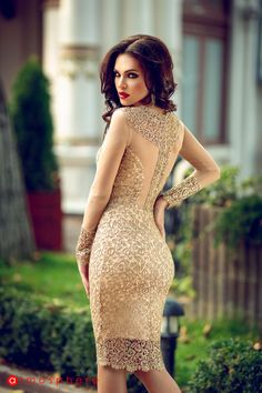 Beautiful pictures of beautiful women. Tight Dresses, Day Dresses, Elegant Dresses, Beautiful Dresses, Beautiful Women, Sexy Outfits, Dress Outfits, Long Bridesmaid Dresses, Wedding Dresses