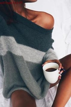 Outfits and Looks, Ideas & Inspiration cozy sweaters for fall - Go to Source - Fashion Mode, Look Fashion, Womens Fashion, Fall Fashion, 90s Fashion, Fashion Clothes, Catwalk Fashion, Clothes Women, Woman Clothing